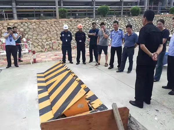 防爆升降柱